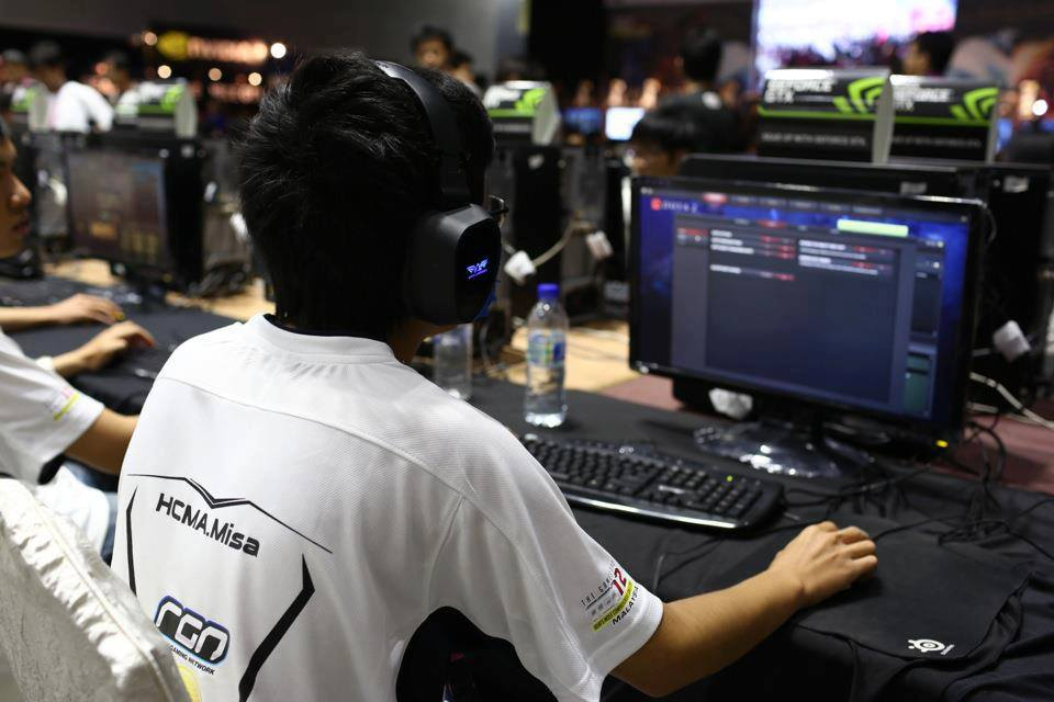 Thành playing for team 1st.vn at The Asia 2012 in Kuala Lumpur (Photo: Facebook)