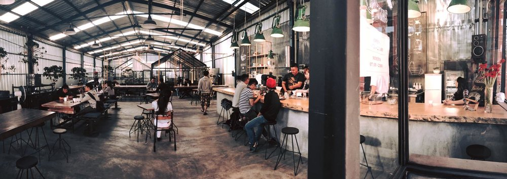 The cafe space. (Photo: Facebook/Là Việt)
