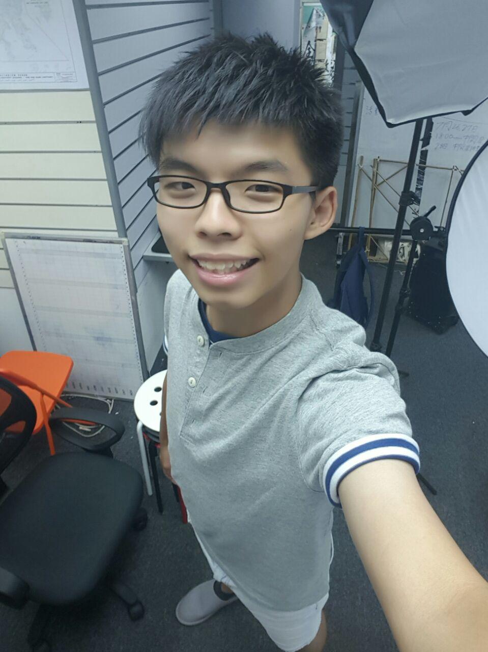 "Joshua Wong takes a selfie, ""拍攝中."" (Photo: Facebook/Joshua Wong)"