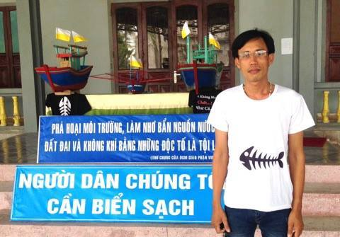 Hoàng Đức Bình at one of the environmental protests in Central Việt Nam