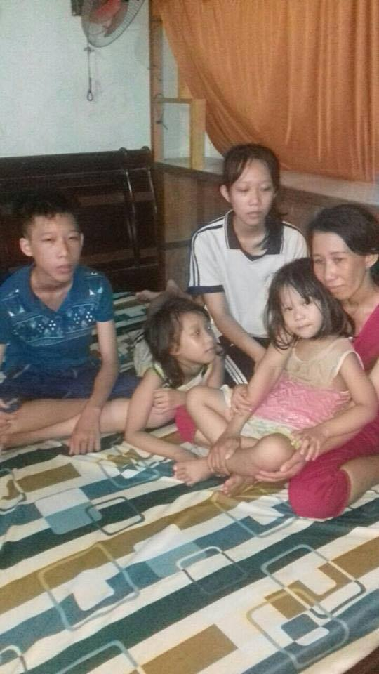 Trần Thị Thanh Loan and her four children after they were returned to Việt Nam.  (Photo Courtesy: Võ An Đôn)