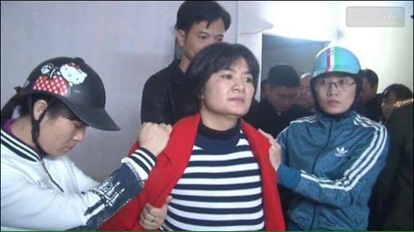 Scores of police entered Trần Thị Nga's home to arrest her in January. (Photo: Ba Sam)