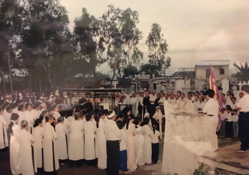 """A sea of white."" Funeral procession for Thúy Vi Cao's grandfather in Việt Nam, 2002. (Photo: Cao family)"