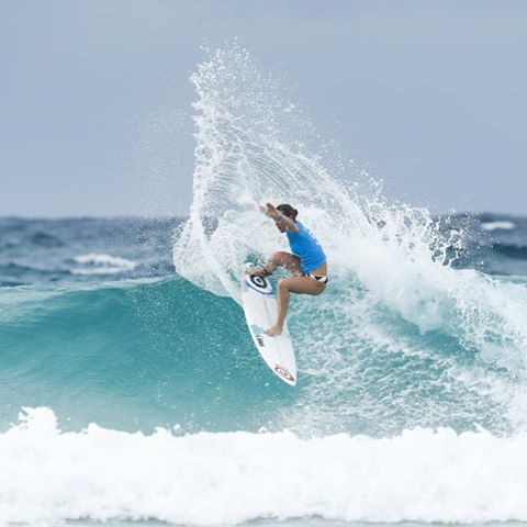 Nikki Van Dijk is through to Round 4 Roxy Pro photo: @wsl
