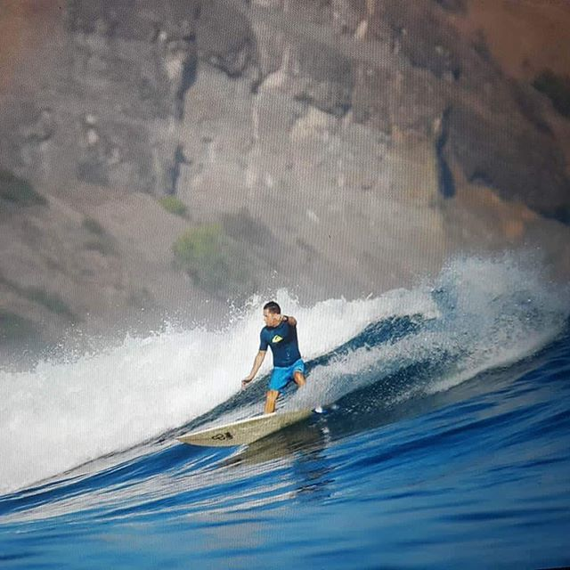 @scot_e17 showing off his new forehand carve at #scarreef thanks to @adamrobbo1 coaching #westsumbawa #surftripindo