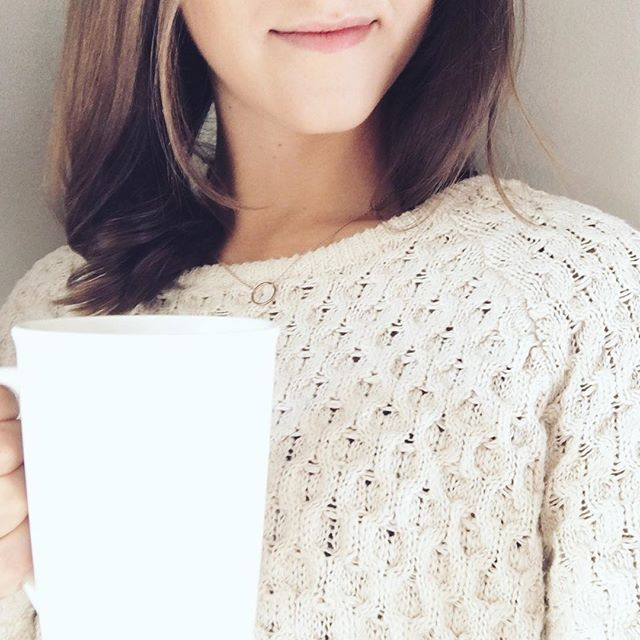 Giant cup of tea Rosemary tea for healthy hair 🌿🍵Prepare rosemary tea by adding 1 1/2 teaspoons dry rosemary needles to a cup of hot water. Let the tea steep for five minutes, then strain.
