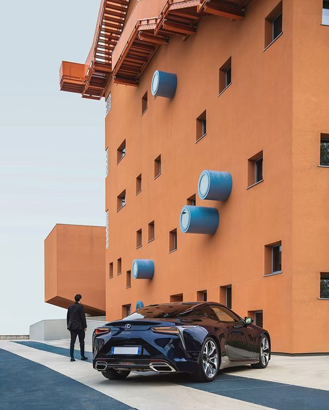 🇮🇹 Excited to return to Italy to experience Milan Design Week in style with @lexususa. First order of business is to check out a few architectural hot spots in the flagship LC hybrid!  #DesignForABetterTomorrow #LexusDesignAward #LexusDesignEvent #sponsored #MilanDesignWeek