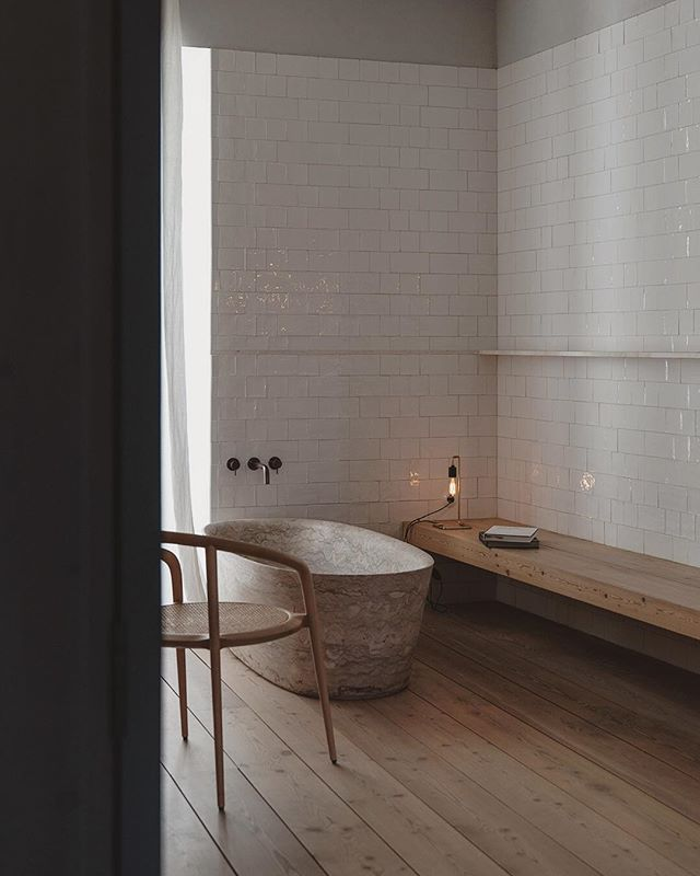 Being in the serenity of Santa Clara 1728, small details such as materiality, texture and light become important... just as much as the calm and comfort the space provides  @silent__living #santaclara1728 #lisboa #lisbon #portugal