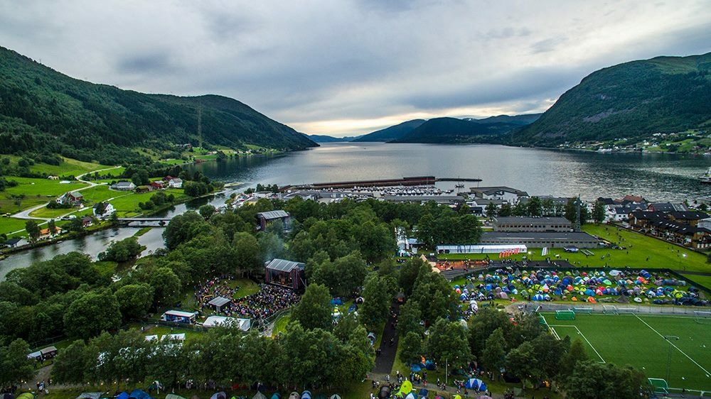 Close to founder Øyvinds hometown, Nordfjordeid, lies a destilleri who proved eager to take on the first production of the Fjording-series. Photo: Malakoff Rockfestival.