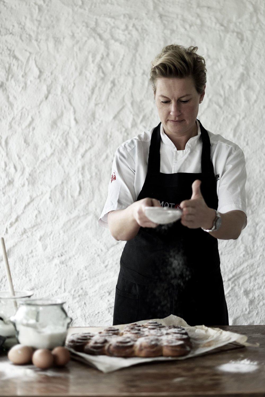 Marie Skogström skapar underbara bakverk på Andalusian Spring Gathering, 2018.