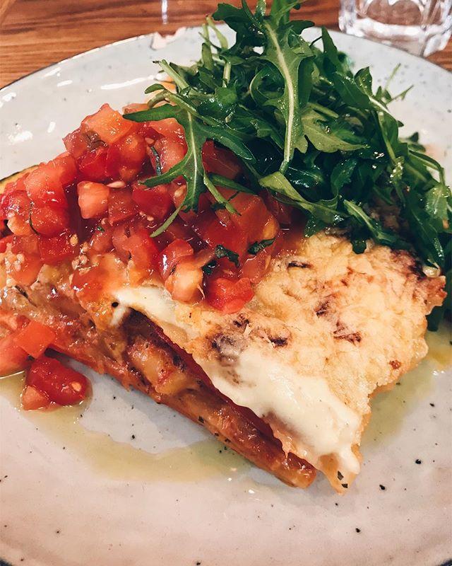 Yummy! Bei dem Wetter genau das richtige: eine lecker mit Käse überbackene Veggie-Lasagne 😋 #factorykitchen #dishoftheday