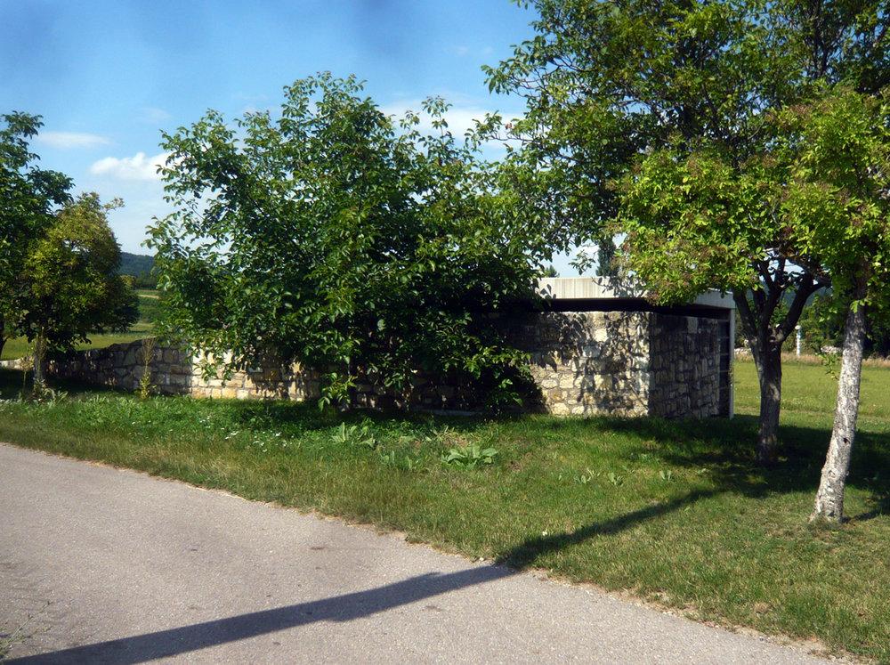 gaupenraub_mausoleum-01_aussen-pflanzen.jpg