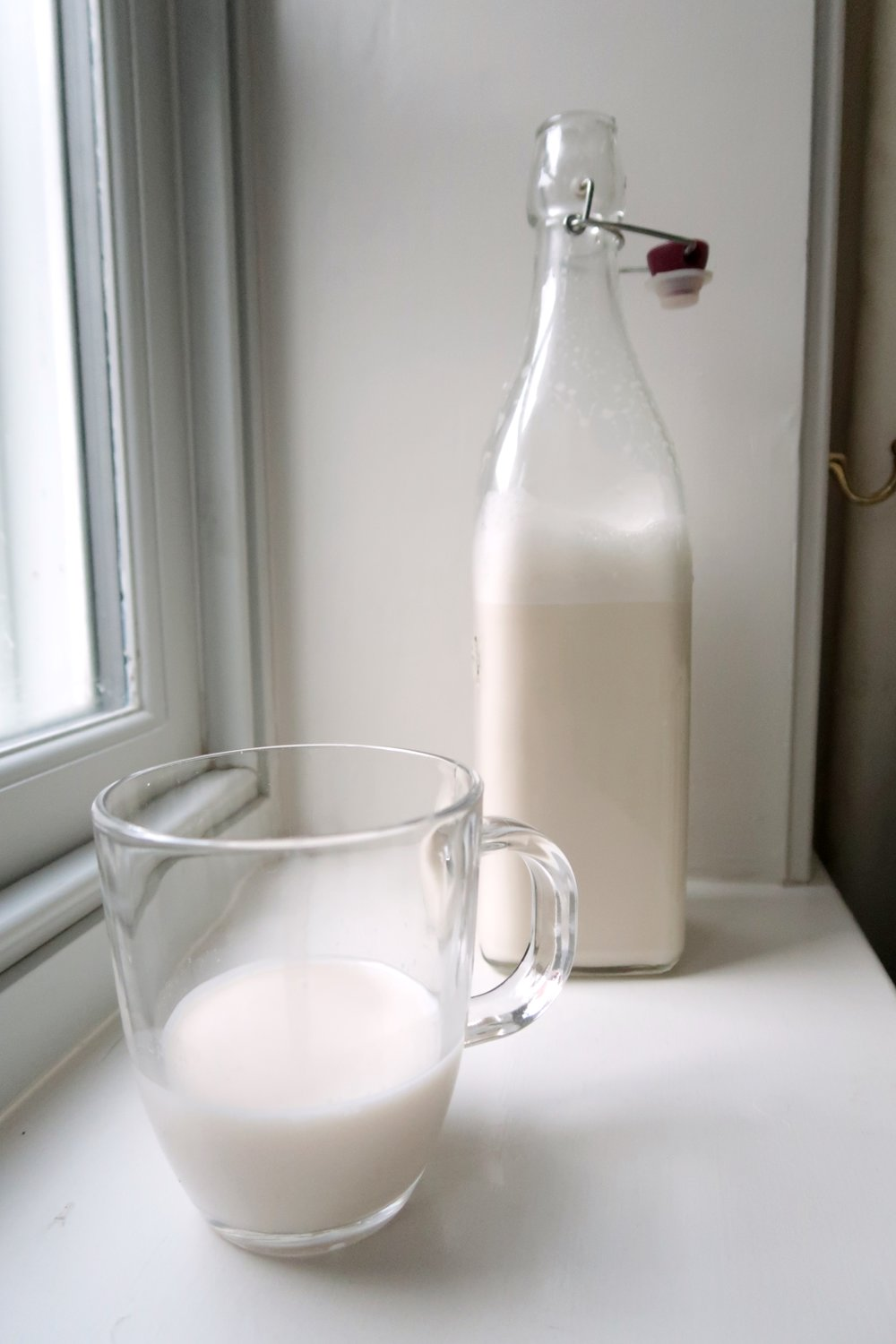 How to make Vanilla Almond Milk, Holly White