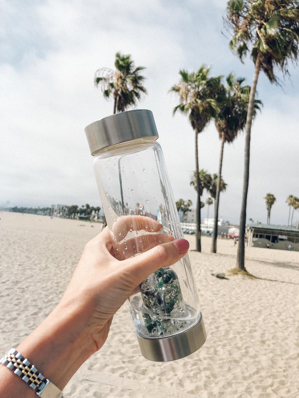 https://www.gemstonewateruk.com/via-gem-water-bottle