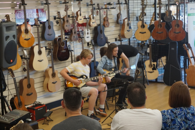 Kolya and Carla with some Ed Sheeran blues-style soloing.
