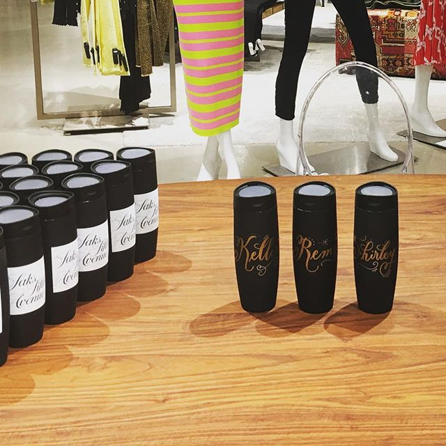 Fun day personalizing thermoses at the flagship Saks Fifth Avenue! There is nothing like @saks during the Christmas season. It is absolutely over the top and a feast for the eyes 😍 . . . . . #personalizedgifts #saksfifthavenue #manhattan #calligraphy #handlettering #design #events #holiday #nyc #fun #experientialmarketing #experience #metallic #thermos