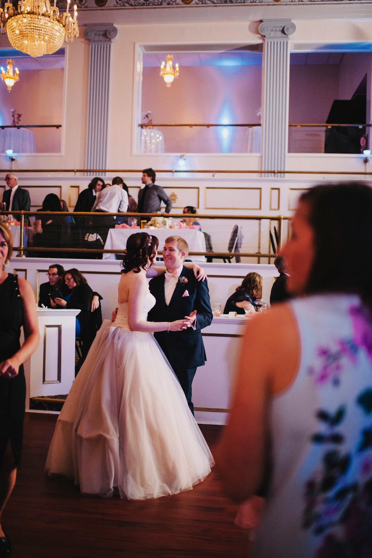 - LAFAYETTE GRANDE WEDDING