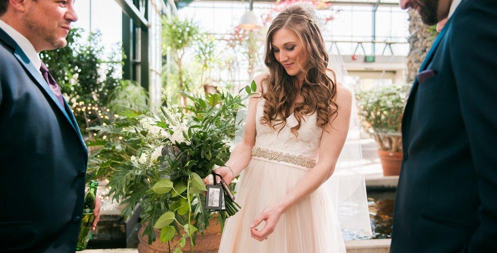 - WEST BLOOMFIELD WEDDING PHOTOGRAPHERanna + ryan