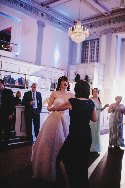 lafayette-grande-wedding-photographer-pontiac-michigan-016.jpg