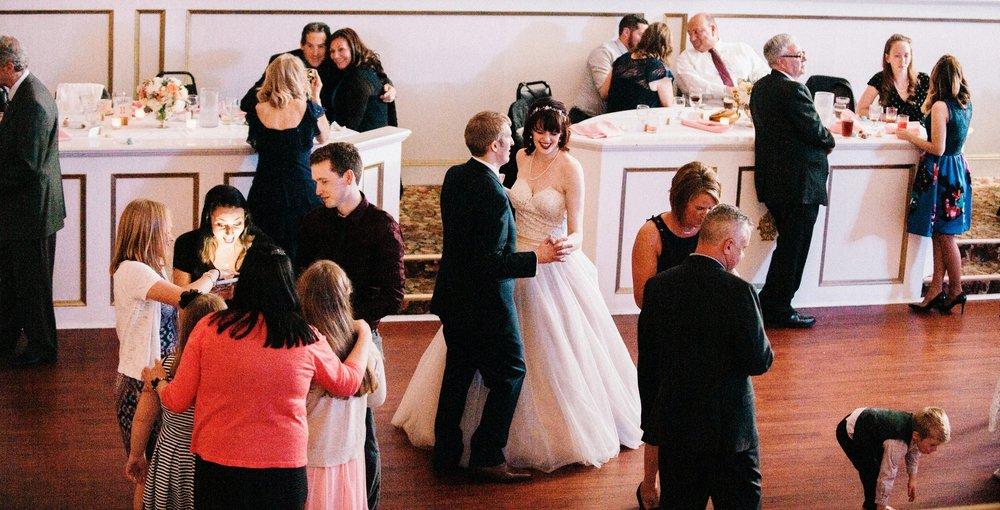 - PONTIAC WEDDING PHOTOGRAPHERkatie + mike