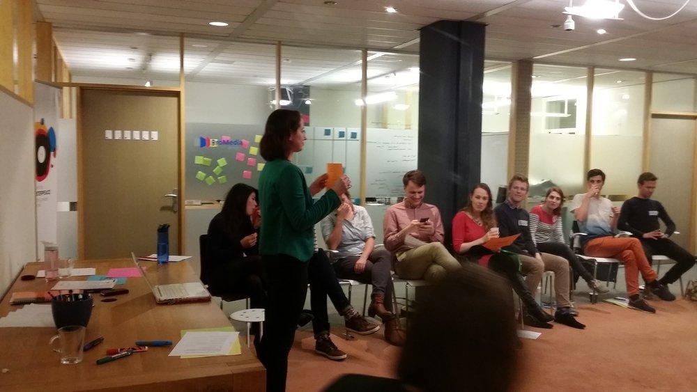 Denkkracht Utrecht - 1 maart 2017 -De Young Professionals van Denkkracht Utrecht weten na onze Ontspanningworkshop waarom bewegen op je werk goed voor je is en hoe je dat elke dag op kantoor kan doen!