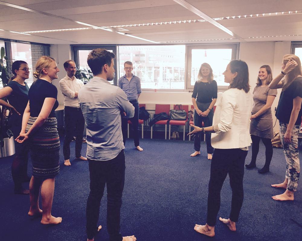 Adviestalent - 17 mei 2017 - Ter voorbereiding op de Traineebattle gaven wij het jonge adviestalent van Twynstra Gudde een workshop 'presenteren met plezier'. Want levendige non-verbale communicatie is de sleutel tot overtuigend pitchen!