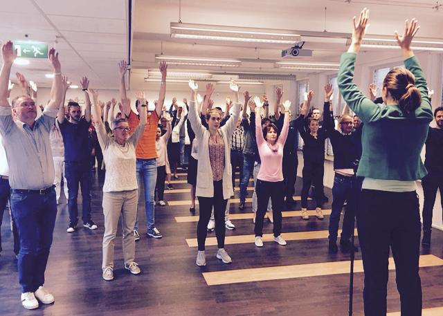 Gemeente Hilvarenbeek - 25 september 2017 - De Nationale dag van de vitaliteit. Voor de gemeente Hilvarenbeek reden om hun werknemers eens in beweging te krijgen dor middel van een energizer van Change Your Rhythm. Samen dansten we op
