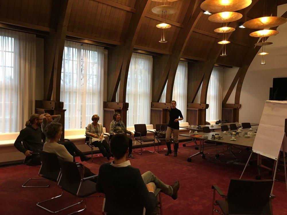 Gemeente de Bilt - 21 & 23 november 2017 - Actief Ontspannen en Non-verbale Communicatie waren de thema's van de workshops die wij bij de gezondheidsweek van Gemeente de Bilt mochten behandelen. In een prachtige zaal met een topteam aan mensen!