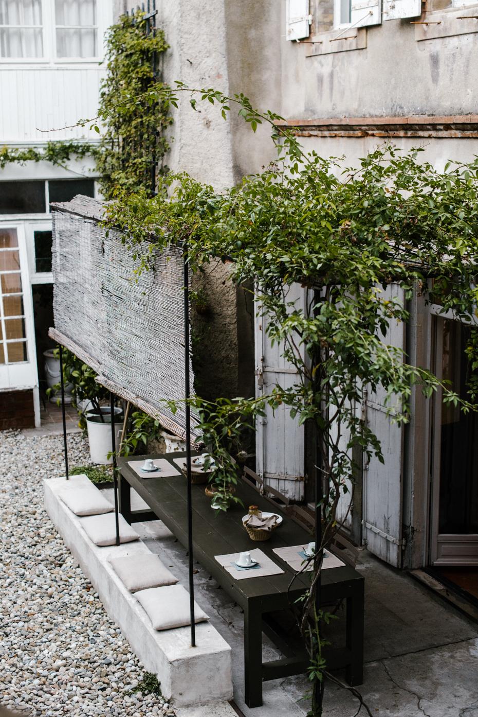 Le sedute in cemento: una interessante soluzione per sfruttare e rendere piacevoli gli sbalzi di piani