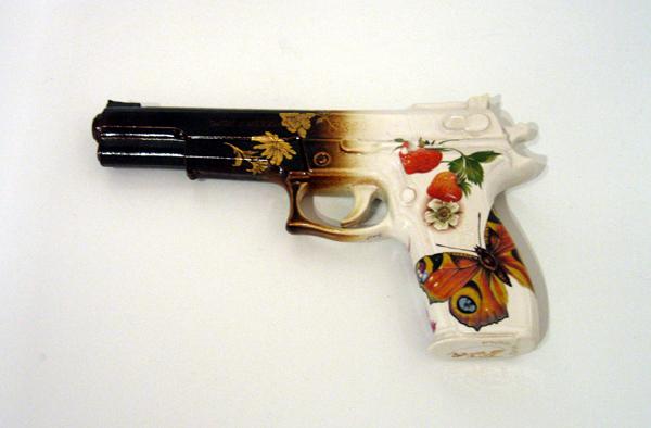 294_large-gun-with-strawberries200772.jpg