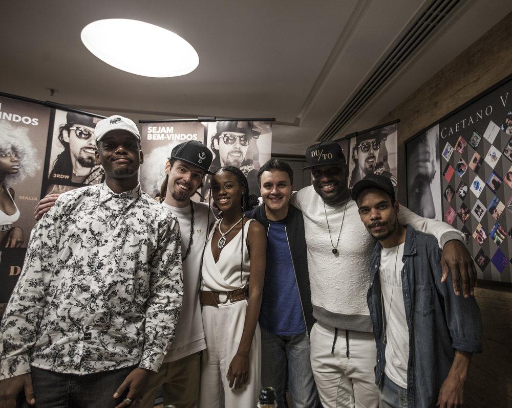 Em ordem crescente, artistas do DUTO: QXÓ,3RDW,Malía, Paulo Lima (Presidente da da Universal Music Brasil)Dughettu (CEO da DUTO, Artista e AR da Universal Music Brasil)e Ramonzin.