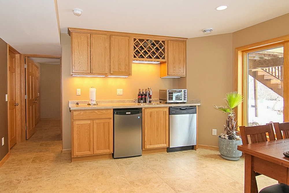 Wet Bar with Wine Storage