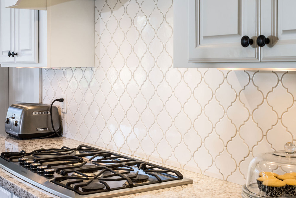 Arabesque tile in Gloss White with Silverado Tec grout