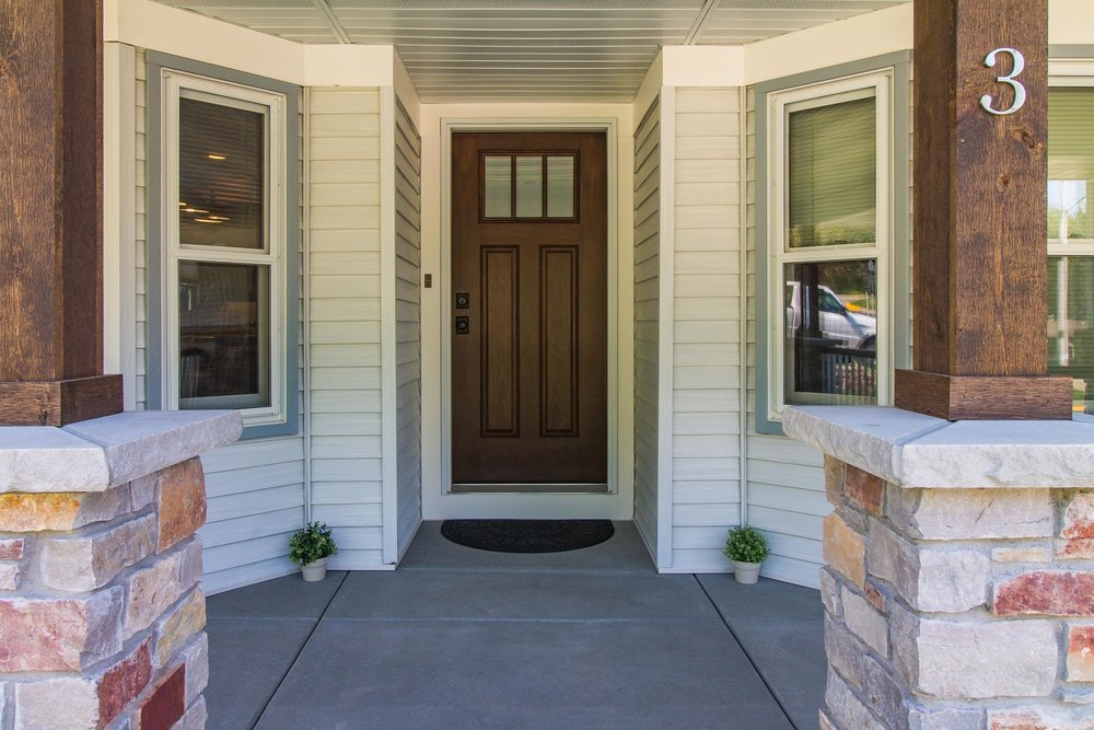 Using Stone Veneers When Remodeling a Porch