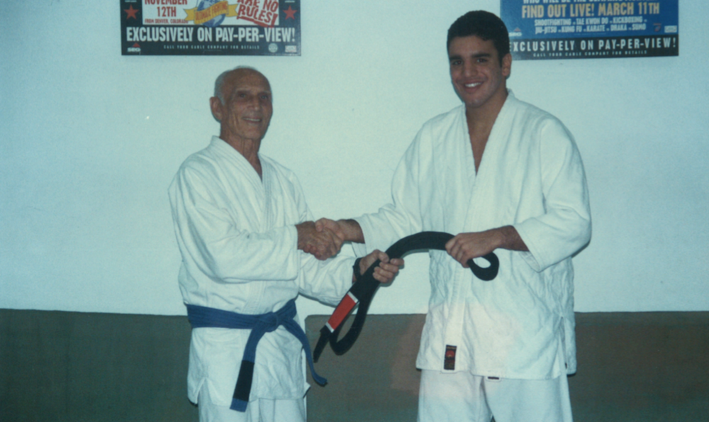 The Valente family is the only family other than the Gracie family to have four black belts awarded directly by Grand Master Helio Gracie.