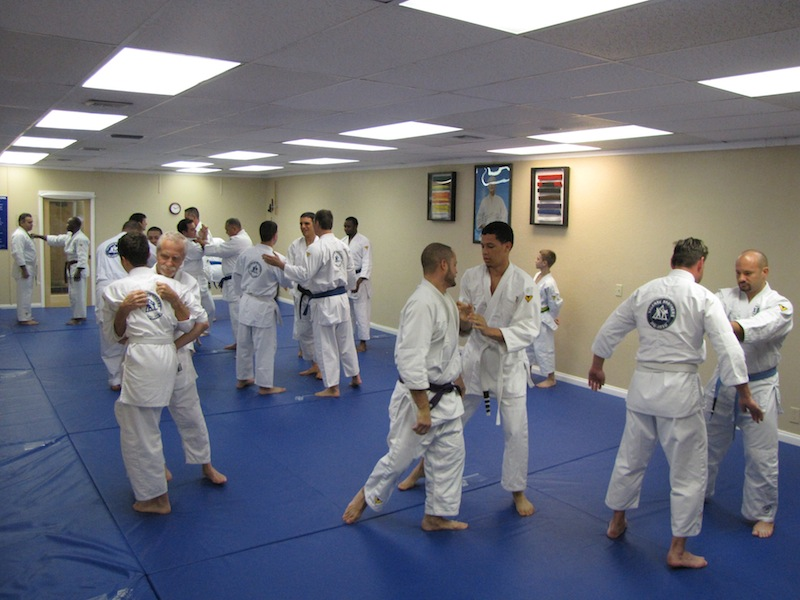 On Saturday, Professor Pedro Valente visited Valente Brothers Pembroke Pines. After teaching the Fundamentals class Professor Pedro inaugurated the Striking & Clinching class, now offered every Saturday following the Fundamentals 27 lessons class.  Professor Pedro awarded multiple stripes to students and promoted student Andy Pena to blue belt. He also, congratulated the fine work of Instructor Eduardo Cambas establishing Valente Brothers in West Broward. Valente Brothers Pembroke Pines, in less than one year of operations, has grown exponentially and will soon be extended. Instructor Eduardo Cambas, a Valente Brothers black belt, has been training with the Valente Brothers for nearly a decade.