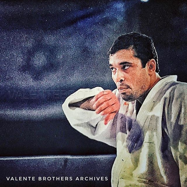 Twenty five years ago today Professor Pedro Valente was in Denver, Colorado to witness the first Ultimate Fighting Championship. That event changed the face of the martial arts industry. Royce's amazing victories demonstrated that it was not enough to only know how to fight standing up. Since then, military and law enforcement agencies in the United States have switched their training to jūjutsu based systems and the general public realized that technique can overcome muscle. For all of that, on this day, Valente Brothers would like to express the deepest gratitude to  grandmasters Carlos and Helio who brilliantly promoted and preserved this ancient Japanese art in Brazil, and Rorion and Royce Gracie for creating the UFC and restoring jūjutsu's prominence as a martial art in the entire world. #heliogracie #753code