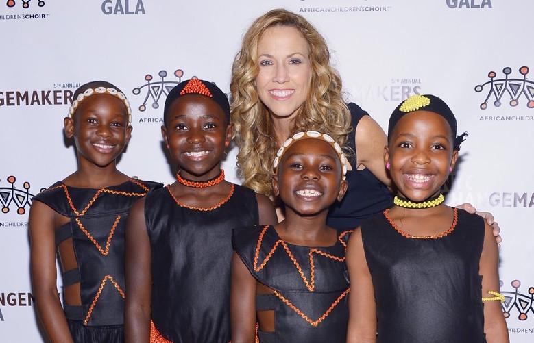 connie-britton-african-childrens-choir-gala-with-sheryl-crow-15.jpg