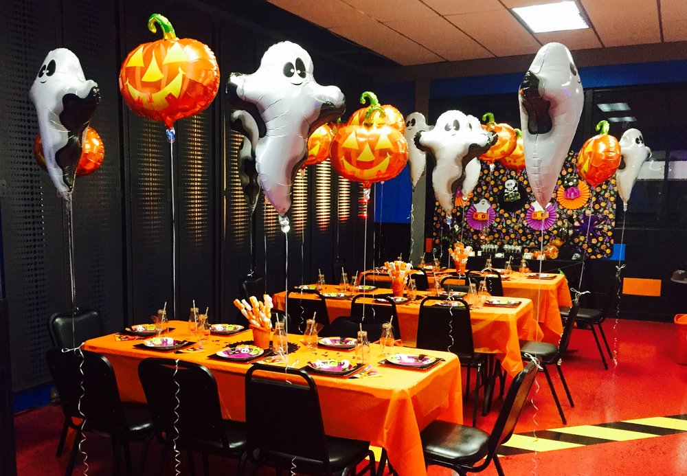 This client was having her birthday at a Lazer Tag venue and wanted to make the party room a bit more festive! SPP was able to spruce up the standard tables and put together an elaborate dessert buffet for all the guests to enjoy once the Lazer Tag was finished.