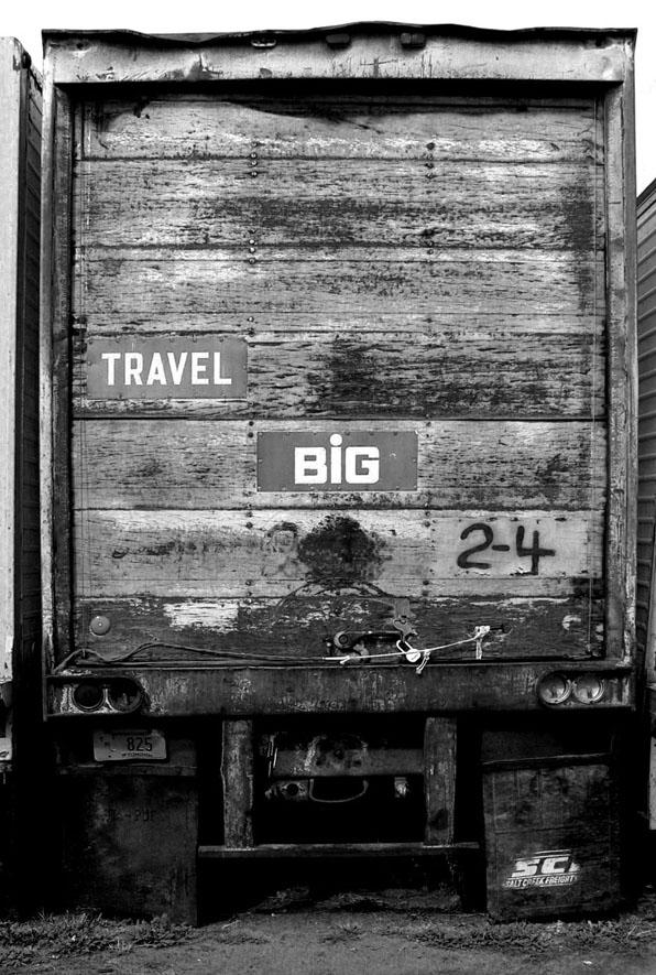 truck travel big bw 01