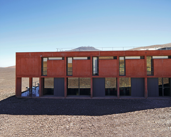 Building the Paranal Residencia — From Turbulence to Tranquility