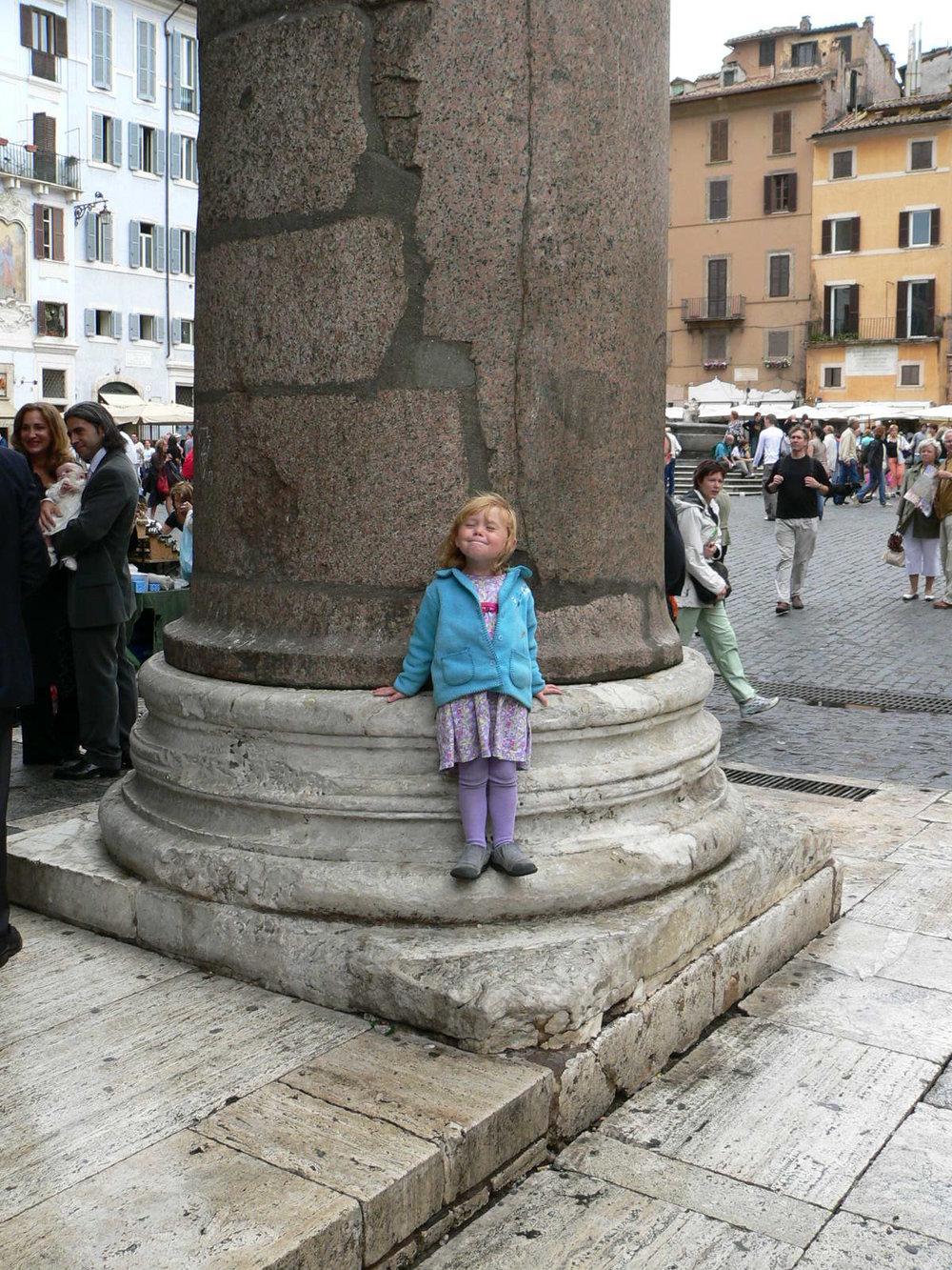 Elli at the Pantheon