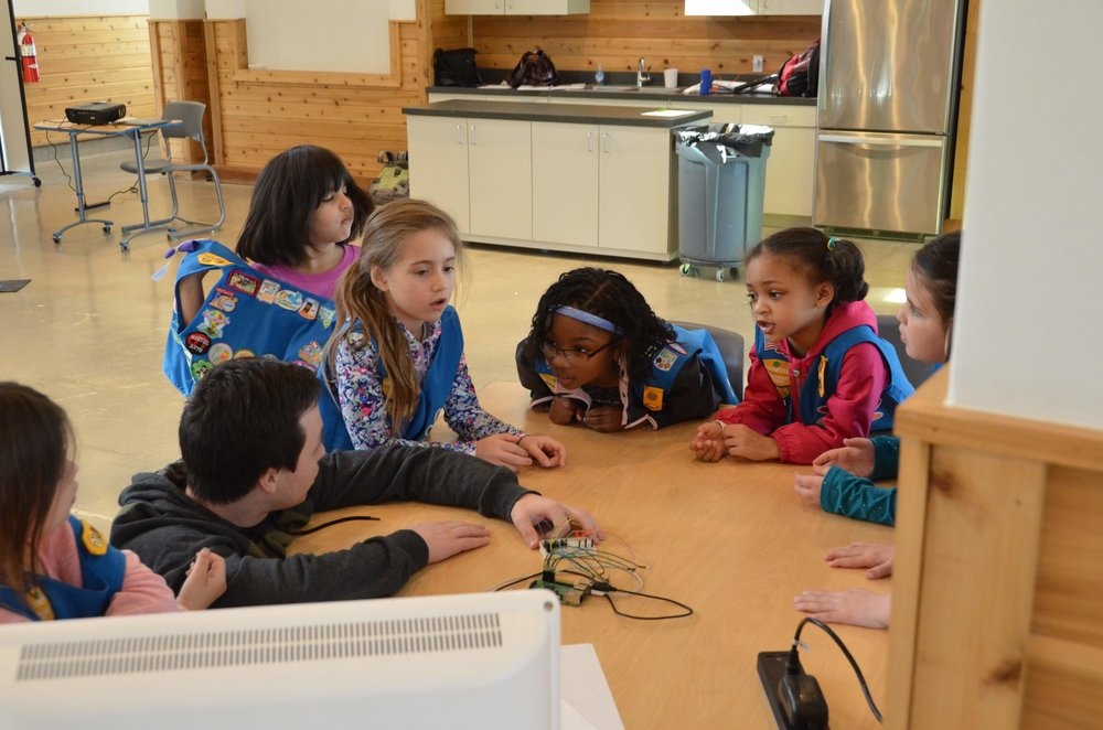 GirlScouts_STEMCtr_Gamestations_Bs&Js_Spring_3-15_3-17_009.jpg