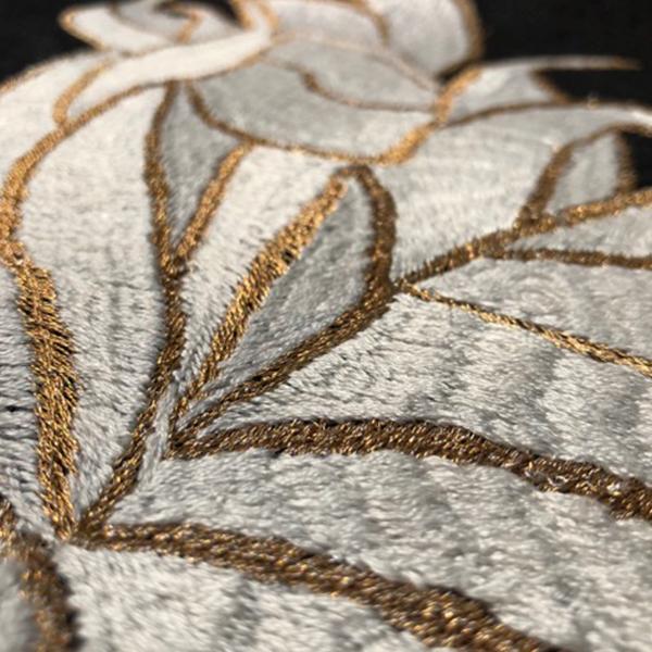HILANDO_0003_ colección mariposas hilo de algodón sobre lino negro, foto por Tonatiuh Aguirre..jpg