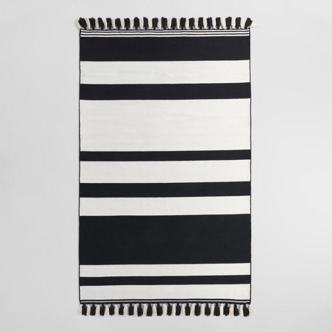 Black & white outdoor rug.jpg