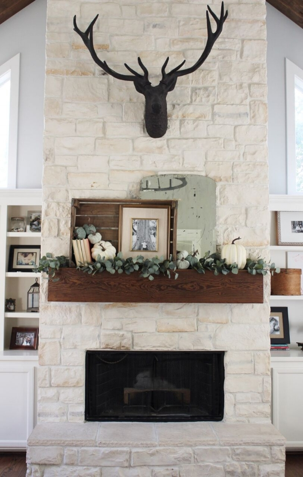 Southern Farmhouse Designs Fall Mantle.jpg