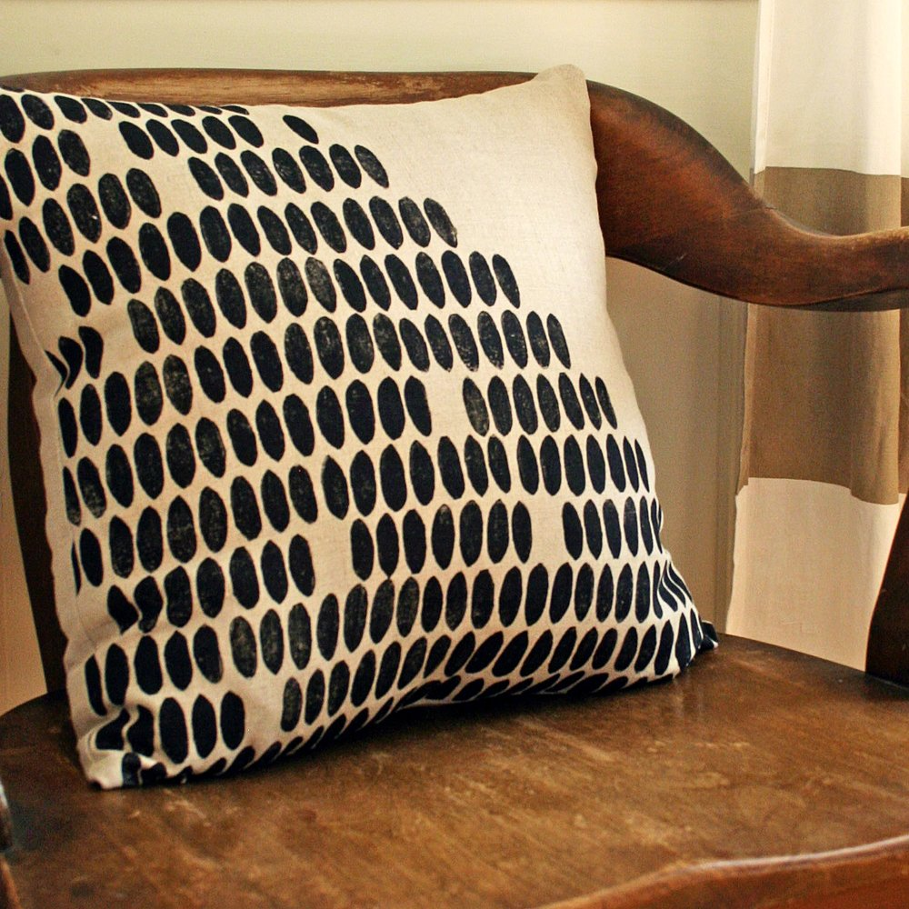 dots_pillow_1.jpg