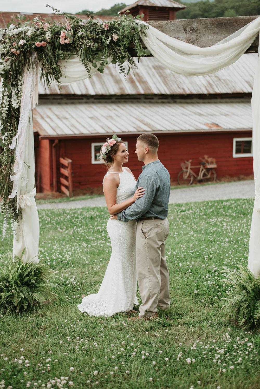 Jen & Zac Mtn Laurel Farm SS-15.jpg
