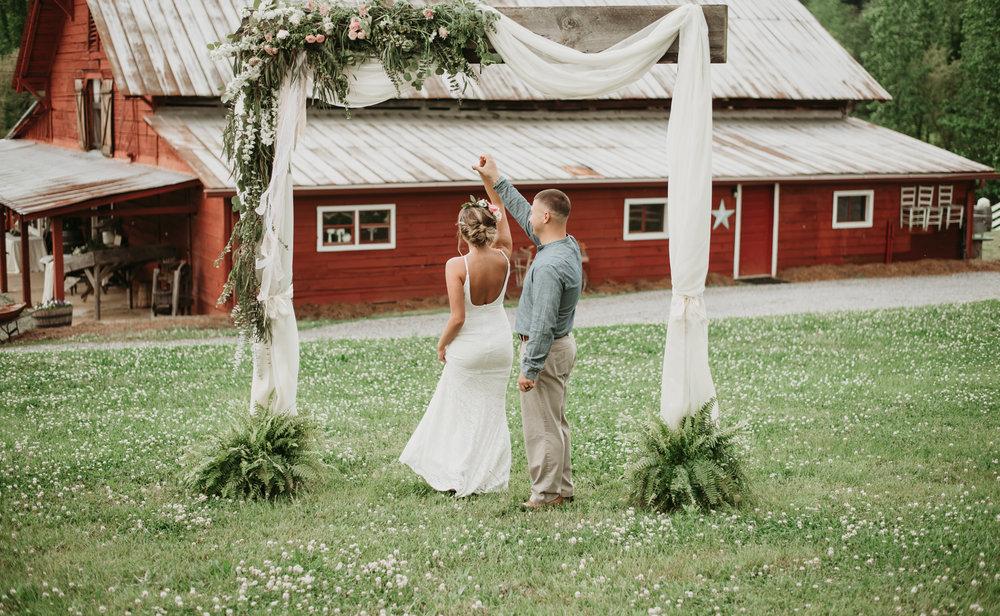 Jen & Zac Mtn Laurel Farm SS-24.jpg
