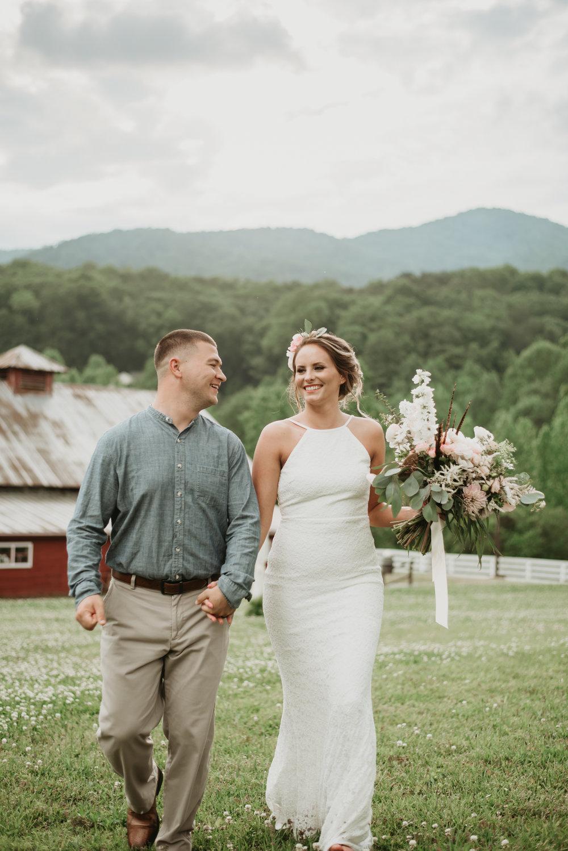 Jen & Zac Mtn Laurel Farm SS-34.jpg